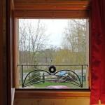 Regard par la fenêtre - Chambre rose - Gîte Lorraine